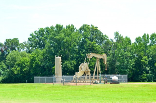 What other golf course has a pumpjack as a hazard?