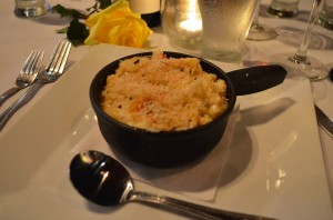 I'm not sure how I can explain the love I had with this lobster macaroni!